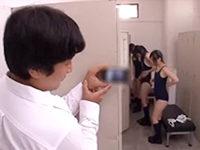 同級生の着替えをスマホで盗撮していたのがバレて性欲旺盛なJK達の性処理の道具として弄ばれる男子の乱交セックス JavyNow