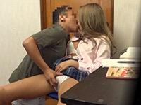 生徒のギャル系女子校生を勉強中に手を付けちゃう家庭教師おやじの中出しセックス JavyNow