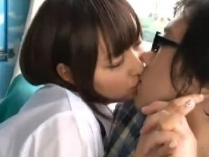 美乳でスレンダーな美少女JKがマジックミラーの部屋でオタク童貞男子にやさしくセックスを教えながらイカせちゃう erovideo かわいいJK女子校生の制服無料アダルト動画