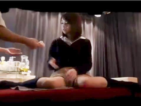 診察後にエロ整体師に結果が良くないと脅され性感マッサージを施され若い体を弄ばれてSEXされてしまうアイドル系の可愛いJK erovideoかわいいJK女子校生の制服無料アダルト動画