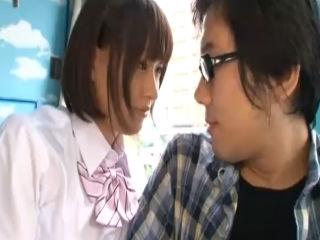 マジックミラー号で巨乳の美少女JKとファーストキスもまだの童貞のオタクがセックス erovideo かわいいJK女子校生の制服無料エロ動画
