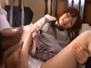 性欲に目覚めたばかりの初々しい女子高生の彼女と自宅のベッドで制服着たまま親に内緒で激しくセックス erovideo かわいいJK女子校生の制服無料エロ動画