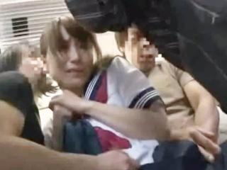 通学電車の中で集団痴漢されても叫べずマンコを愛液まみれにして連続フェラさせられちゃうセーラー服JK YouPorn かわいいJK女子校生の制服無料エロ動画