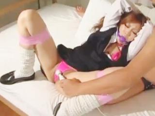 おじさんにボールギャグや手足を縛られてバイブや電マで調教されるドMのギャルJK erovideo かわいい制服女子校生JKの無料エロ動画