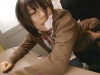 恋人の学ラン姿の男子と人気のない場所で喘ぎ声を抑えながらドキドキ生ハメセックス FC2 かわいい制服女子校生JKの無料エロ動画