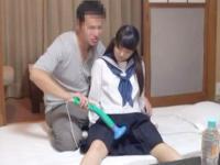 電マを当てられて敏感になったアソコをおじさんにたっぷり虐められちゃうロリJK TUBE8 かわいいJK女子校生の制服無料アダルト動画