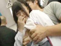 満員バスで無理やり痴漢レイプされちゃった黒髪ショートのロリJK 裏アゲサゲ かわいいJK女子校生の制服無料エロ動画