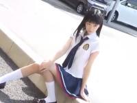 カメラの前でとってもセクシーなポーズをとって男たちを誘惑する清楚系美少女JK erovideo かわいいJK女子校生の制服無料エロ動画