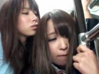 とっても綺麗なお姉さんにバスの中でこっそり痴漢されてしまう初心な女子校生 FC2 かわいい制服女子校生JKの無料エロ動画