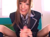 廊下で男子に無理やり迫って手コキとフェラでチンポをシゴきまくる痴女JK erovideo かわいいJK女子校生の制服無料エロ動画
