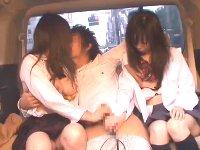出会い系で知り合ったJK二人組を車に連れ込んで即セックスを決めるギャル系お兄さんerovideoかわいいJK女子校生の制服無料エロ動画
