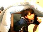 周りに家族がいるのに可愛い女子校生をコタツの陰でこっそりハメちゃうドキドキ中出しセックス JavyNowかわいいJK女子校生の制服無料アダルト動画