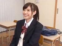 透明感のあるマジ美少女な美脚JKを教室でたっぷり可愛がってデカチンをぶち込む着衣セックス JavyNowかわいいJK女子校生の無料エロ動画