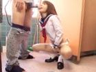 学校の廊下でオナニーしたり男子トイレで平気でセックスするビッチな痴女JK 麻里梨夏 JavyNowかわいいJK女子校生の制服無料エロ動画