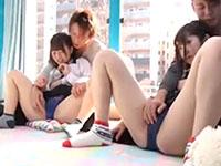 修学旅行中にナンパされて連れて来られたマジックミラー号でノリノリ4Pセックスする巨乳女子校生たち erovideoかわいいJK女子校生の制服無料エロ動画