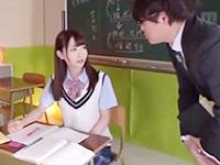 先生に見られながら教室で大量にお漏らししちゃう美少女JKの大胆な潮吹きセックス JavyNowかわいいJK女子校生の無料エロ動画