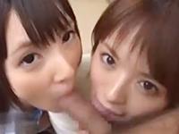 いやらしいカメラ目線で1本のチンポをおいしそうにフェラして顔射される可愛いい女子校生たち erovideoかわいいJK女子校生の制服無料エロ動画